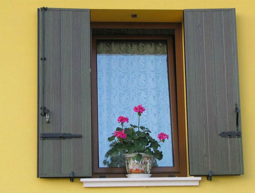 Infissi in pvc costi affordable finestre alluminio prezzi for Scuri in pvc prezzi